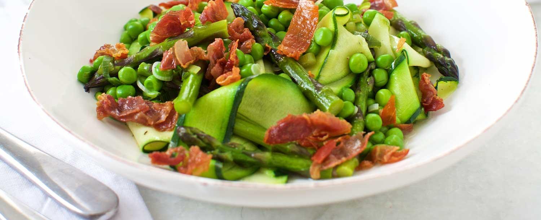 Pasta primavera with asparagus, peas and prosciutto